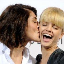 Festival di Roma 2008: Caterina Murino bacia la co-protagonista di The Garden of Eden, Mena Suvari.