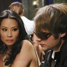 Lucy Liu insieme a Seth Gabel nell'episodio 'The Birthday Present' della serie tv Dirty Sexy Money