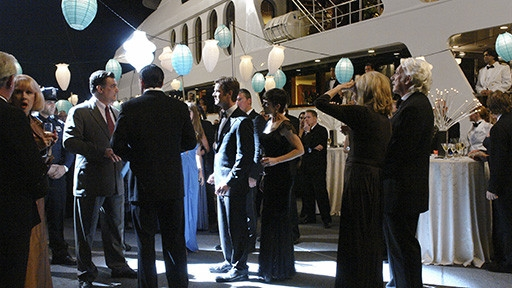 Zoe Mclellan E Peter Krause In Una Scena Dell Episodio The Birthday Present Della Seconda Stagione Di Dirty Sexy Money 93961