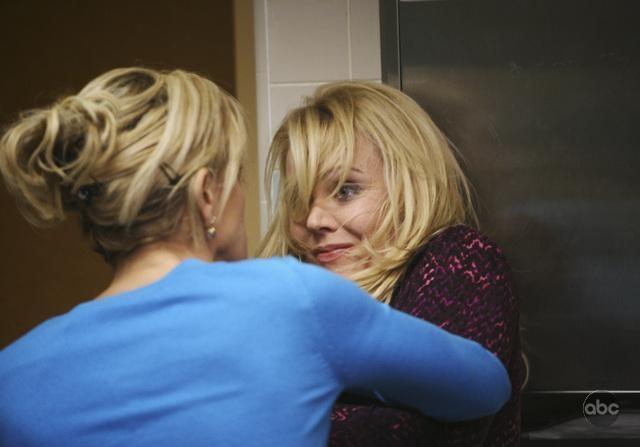 Felicity Huffman Di Spalle In Una Sequenza Dell Episodio What More Do I Need Della Serie Desperate Housewives 94092