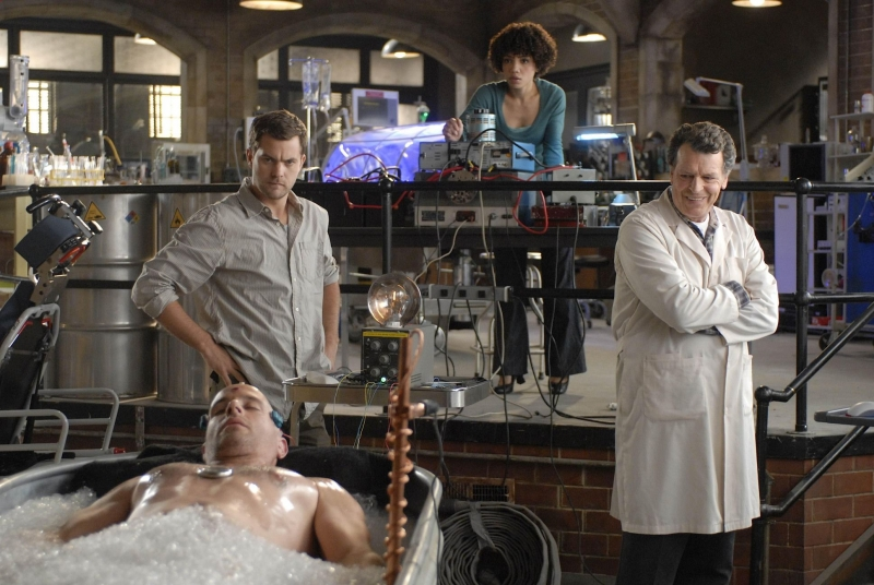Jasika Nicole Joshua Jackson E John Noble In Una Scena Dell Episodio In Which We Meet Mr Jones Di Fringe 94058