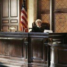 Jason Winston George e Victor Garber nel corso del processo nell'episodio Unwritten di Eli Stone
