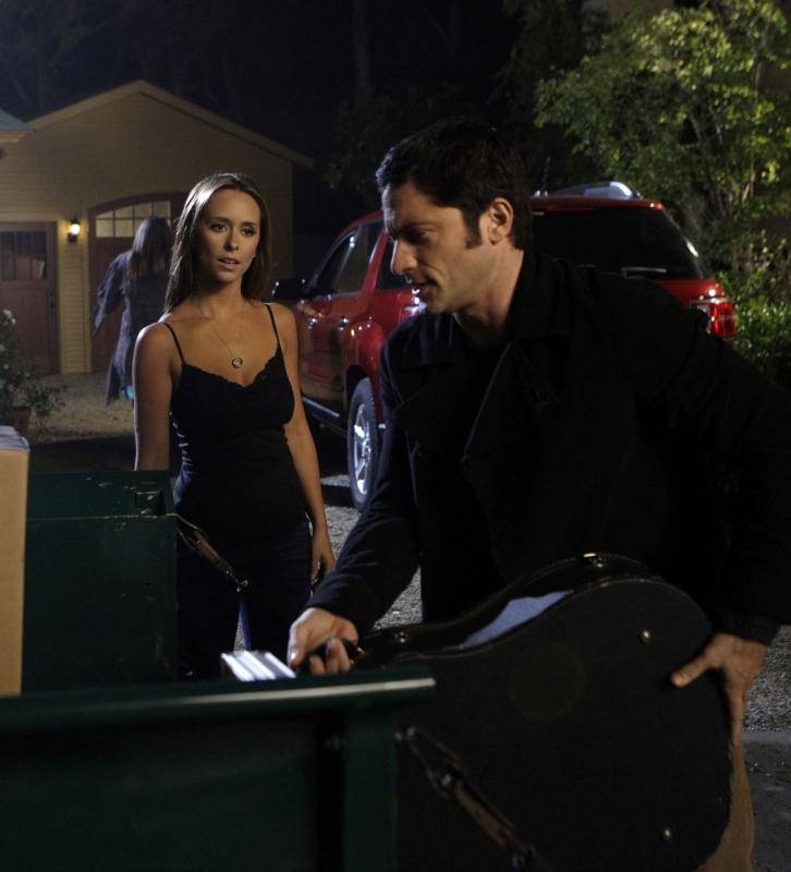 Jennifer Love Hewitt Con David Conrad Nell Episodio Heart Soul Del Serial Ghost Whisperer 94074