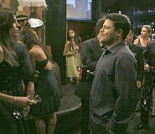 Jerry Ferrara e Jamie-Lynn Sigler in una scena nell'episodio First Class Jerk di Entourage