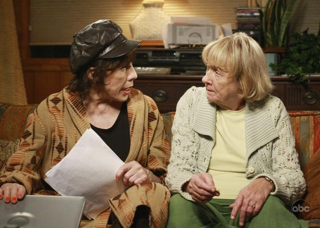 Kathryn Joosten In Una Scena Dell Episodio What More Do I Need Del Serial Desperate Housewives 94107