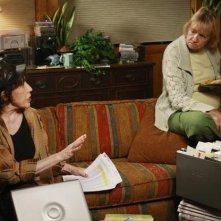 Kathryn Joosten in una sequenza dell'episodio What More Do I Need? del serial Desperate Housewives