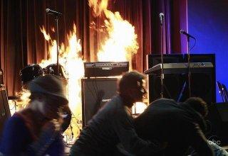 Una scena drammatica dell'episodio City on Fire della serie Desperate Housewives.