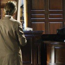 Victor Garber in una scena dell'episodio Unwritten di Eli Stone