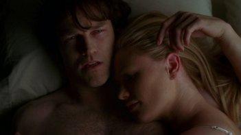 Anna Paquin e Stephen Moyer nell'episodio The Fourth Man in the Fire di True Blood