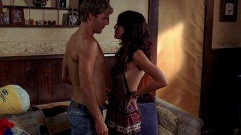 Lizzy Caplan e Ryan Kwanten in una scena dell'episodio The Fourth Man in the Fire di True Blood