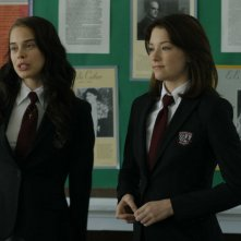 Shanna Collins e Haley Bennett in una scena del film The Haunting of Molly Hartley