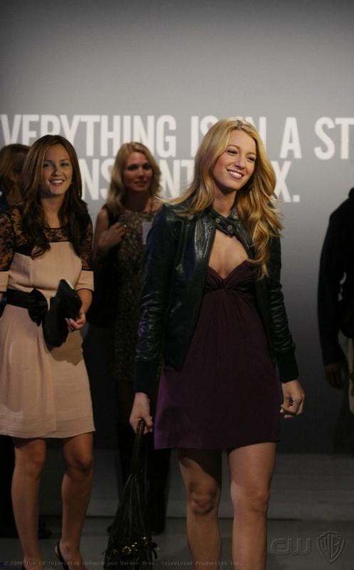 Blake Lively Insieme Alla Collega Leighton Meester In Un Momento Dell Episodio Pret A Poor Jenny Della Serie Gossip Girl 94388