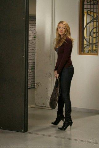 Blake Lively nel ruolo di Serena van der Woodsen, in una scena dell'episodio 'Pret-a-Poor-Jenny' della serie Gossip Girl