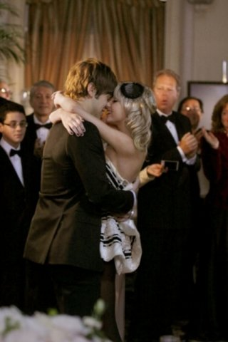Chace Crawford e Taylor Momsen durante una scena dell'episodio 'There might be blood' della serie tv Gossip Girl