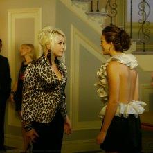 Cyndi Lauper insieme a  Leighton Meester,  in una scena dell'episodio 'Bonfire of the Vanity' della seconda stagione di Gossip Girl