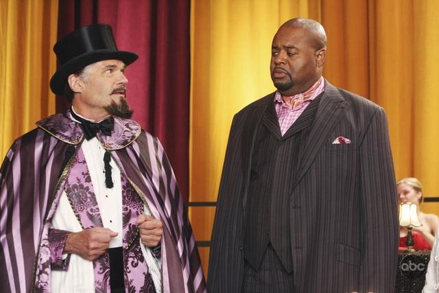 Fred Willard Insieme A Chi Mcbride Nell Episodio Oh Oh Oh It S Magic Della Serie Tv Pushing Daisies 94295