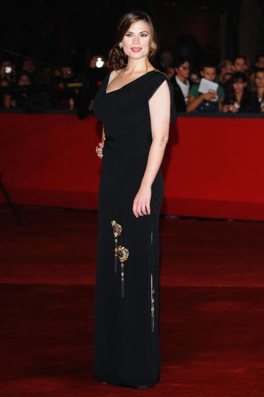 Hayley Atwell Co Protagonista Del Film La Duchessa Presentato Al Festival Internazionale Del Film Di Roma Con Un Abito Di Gucci 94376