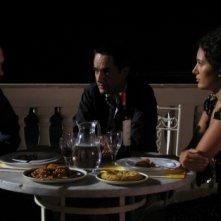 Luca Zingaretti, Peppino Mazzotta e Serena Rossi in una scena dell'episodio Vampa d'Agosto della fiction Il commissario Montalbano