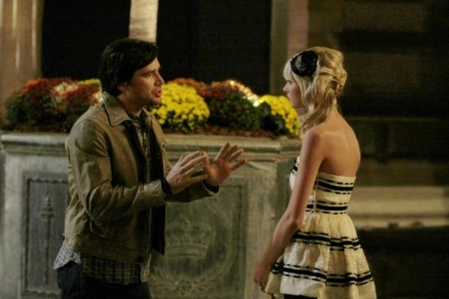 Matthew Settle Insieme A Taylor Momsen Durante Una Scena Dell Episodio There Might Be Blood Della Serie Tv Gossip Girl 94397