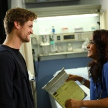 Shane West insieme a Parminder Nagra in una scena dell'episodio 'Haunted' della serie tv ER - Medici in prima linea