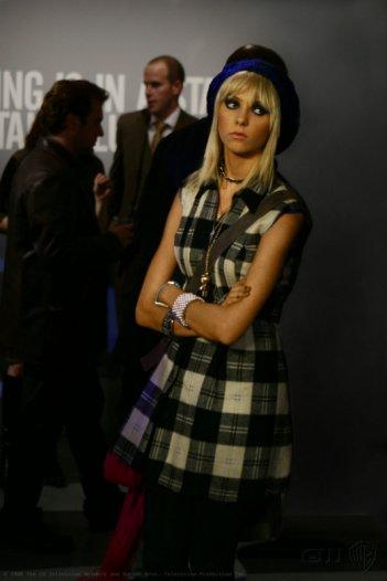 Taylor Momsen durante una scena dell'episodio 'Pret-a-Poor-Jenny' della serie tv Gossip Girl