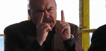 Un primo piano di Luca Zingaretti nell'episodio Le ali della sfinge della fiction Il commissario Montalbano