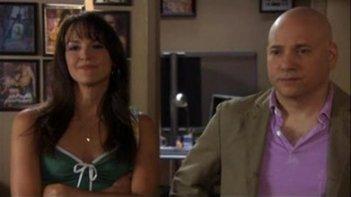 Evan Handler e Carla Gallo in un momento dell'episodio Vaginatown di Californication