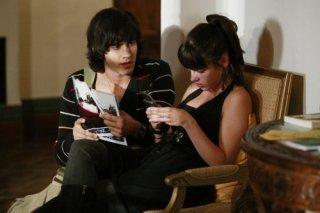Jessica Lowndes e Michael Steger in una scena dell'episodio 'There's No Place Like Homecoming' della serie tv 90210