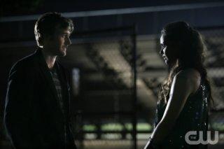 Jessica Lucas e Ryan Eggold in una scena dell'episodio 'There's No Place Like Homecoming' della serie tv 90210