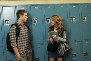 Shenae Grimes e Dustin Milligan in una scena dell'episodio 'There's No Place Like Homecoming' della serie tv 90210