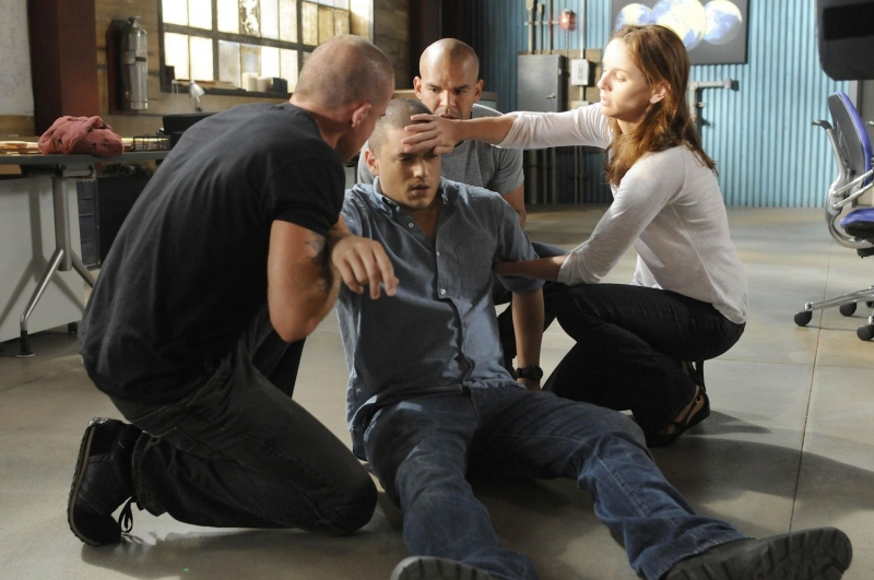 Dominic Purcell Sarah Wayne Callies E Amaury Nolasco Soccorrono Wentworth Miller In Una Scena Dell Episodio The Legend Della Serie Tv Prison Break 94679