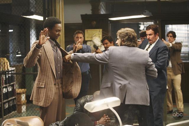 Edi Gathegi Con Michael Imperioli Nell Episodio Things To Do In New York When You Think You Re Dead Della Serie Tv Life On Mars 94662