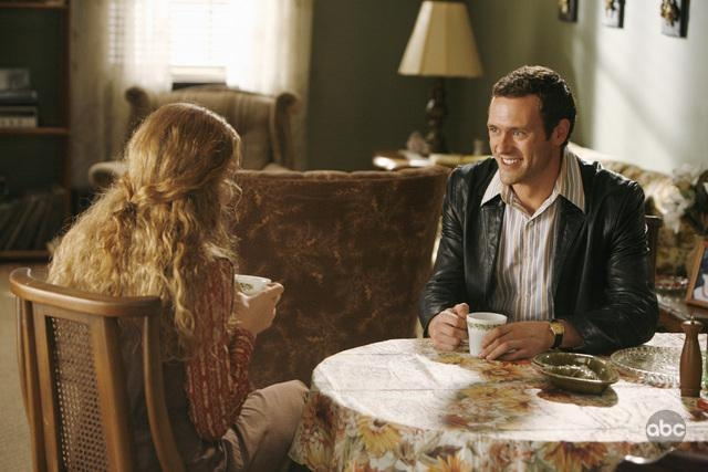 Jennifer Ferrin Di Spalle Insieme A Jason O Mara Nell Episodio Have You Seen Your Mother Baby Standing In The Shadows Della Serie Tv Life On Mars 94652