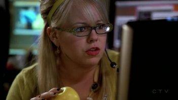 Kirsten Vangsness è Penelope Garcia nella serie tv Criminal Minds, episodio 'Catching Out'