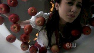 """Luisa D'Oliveira nel ruolo di Jenny nell'episodio 'It's the Great Pumpkin Sam Winchester"""" della serie tv Supernatural"""