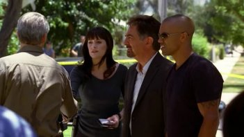 Matthew Gray Gubler insieme a Shemar Moore e Paget Brewster nell'episodio 'Catching Out' della serie tv Criminal Minds