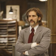 Michael Imperioli nell'episodio 'Things to Do in New York When You Think You're Dead' della serie tv Life On Mars