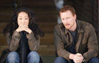 Sandra Oh con il collega Kevin McKidd nella quinta stagione della serie tv Grey's Anatomy