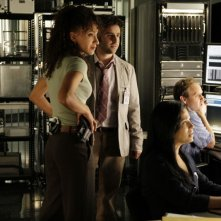 Sophina Brown, David Krumholtz, Navi Rawat e Peter MacNicol nell'episodio 'Scan Man' della serie tv Numb3rs