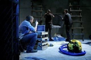 Wentworth Miller insieme a Dominic Purcell e William Fichtner nella serie tv Prison Break, episodio: Quite Riot
