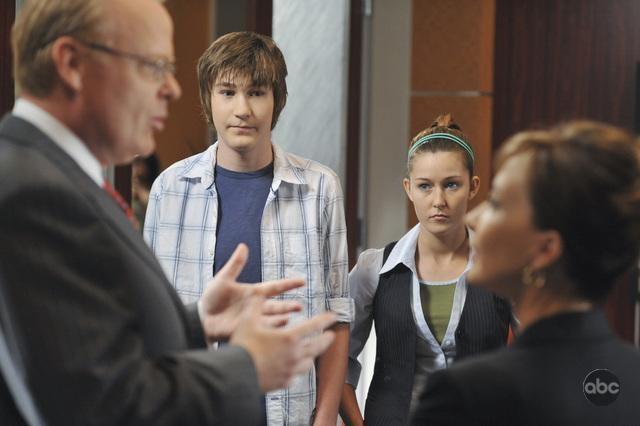 Christian Clemenson E Annie Potts Con Bj Wallace E Emilee Nell Episodio The Bad Seed Della Serie Boston Legal 94734