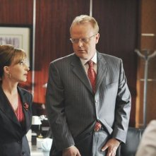 Christian Clemenson e Annie Potts nell'episodio 'The Bad Seed' della serie Boston Legal