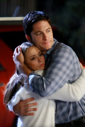 David Conrad e Jennifer Love Hewitt in una scena dell'episodio Imaginary Friends della serie Ghost Whisperer (quarta stagione)