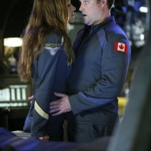 David Hewlett insieme a Dawn Olivieri in una scena  dell'episodio 'Identity' della serie tv Stargate Atlantis