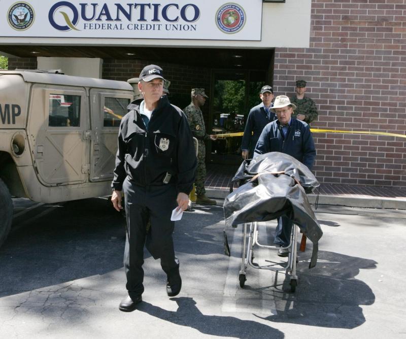 David McCallum e Mark Harmon in una scena dell'episodio 'Collateral Damage' della serie tv NCIS