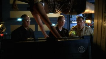 George Eads, Lauren Lee Smith e David Berman nell'episodio 'Let it Bleed' della serie tv CSI