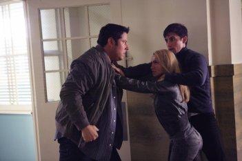 Greg Grunberg, Hayden Panettiere e Milo Ventimiglia in un momento dell'episodio It's Coming di Heroes