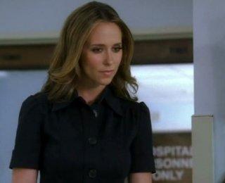 Jennifer Love Hewitt in una sequenza dell'episodio Bloodline, della serie Ghost Whisperer.
