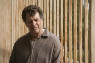 John Noble è Walter Bishop nell'episodio The Equation di Fringe