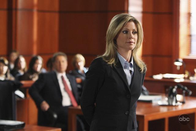 Julie Bowen Nell Aula Di Tribunale Di Boston Legale Episodio Mad Cows 94737